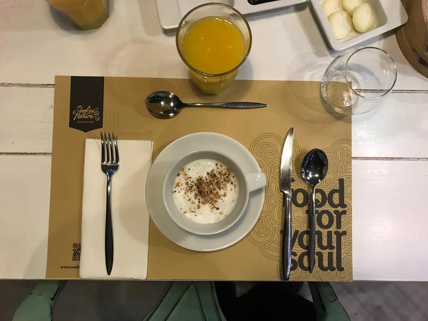 Cappuccino de Cogumelos das Grutas de Mira de Aire com avelãs caramelizadas | Cooking & Nature Emotional Hotel
