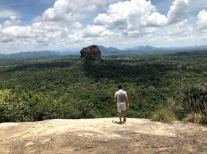 A vista de Sigiriya do topo de Pidurangala Rock