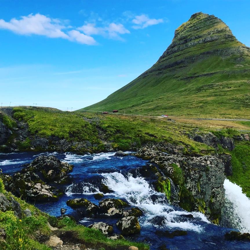 Montanha Kirkjufell e Kirkjufellsfoss
